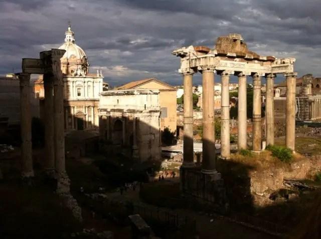Sonnenuntergang nach Regen in Rom