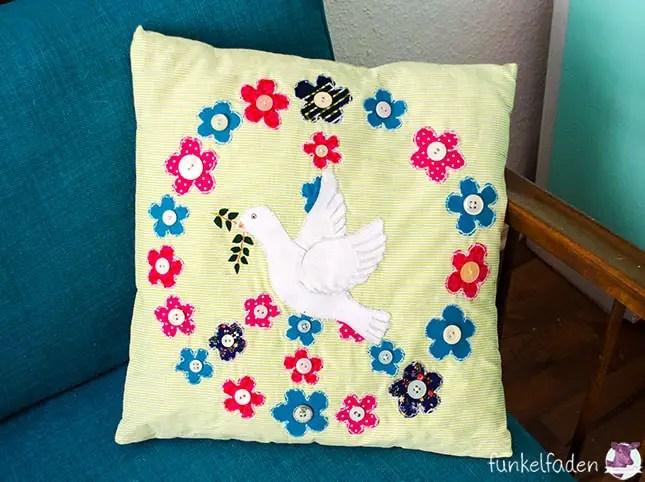 Kissen mit Friedensmotiven, Blumen, Peace und Taube