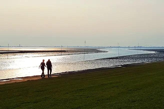 Sonnenuntergang am Nordseedeich in Husum