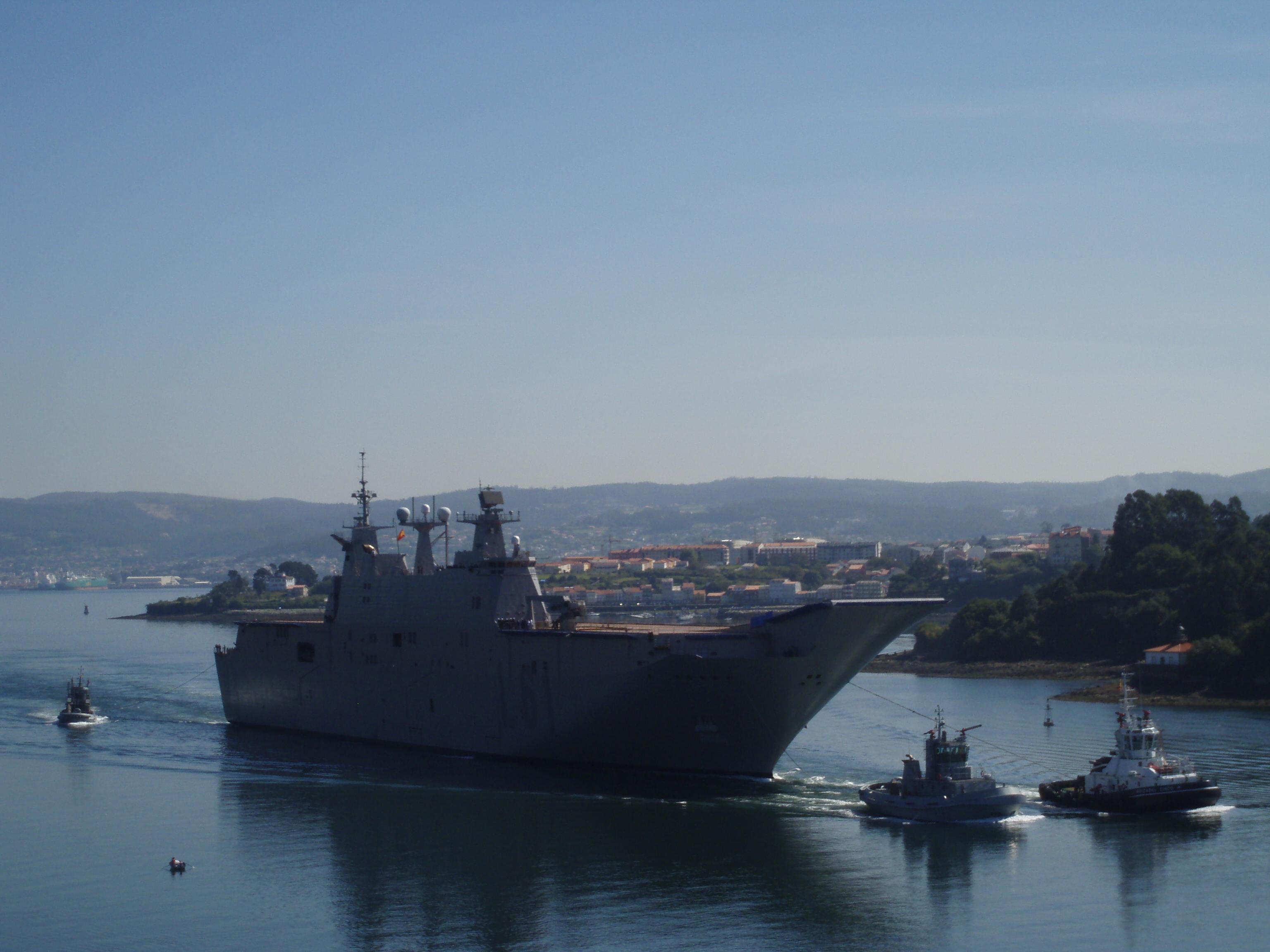 LHD JUAN CARLOS I saliendo de la Ría de Ferrol para realizar sus primeras pruebas de mar.