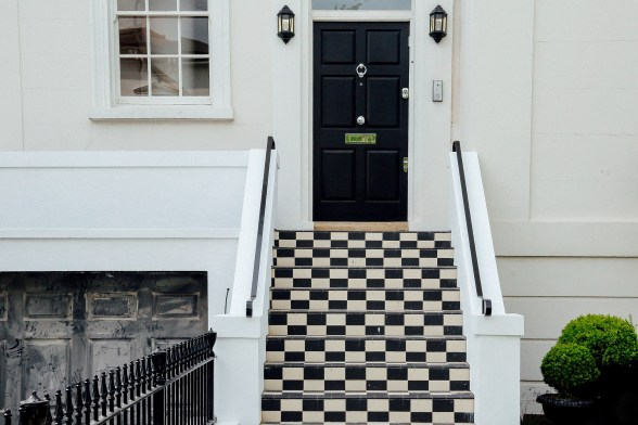 According to Feng Shui, What Color Should Your Front Door Be