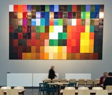 Mosaik med plattor i olika färger