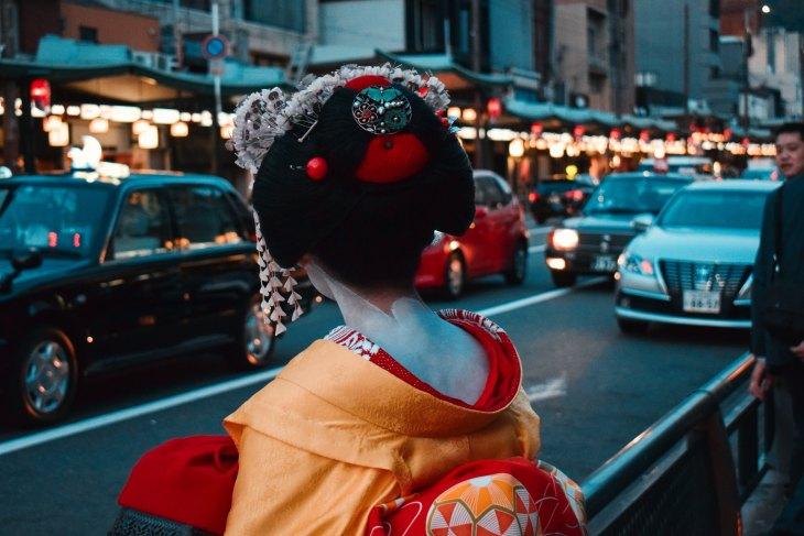 geisha waiting for a taxi