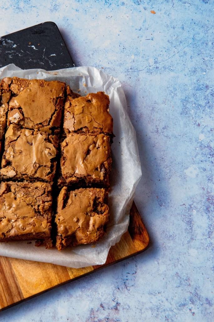Blondies met gezouten pecannoten & pure chocolade