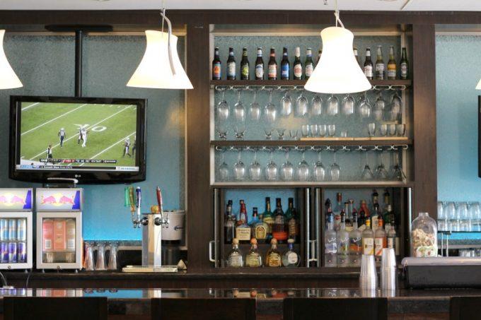 Holiday-Inn-Orlando-Disney-Springs-bar