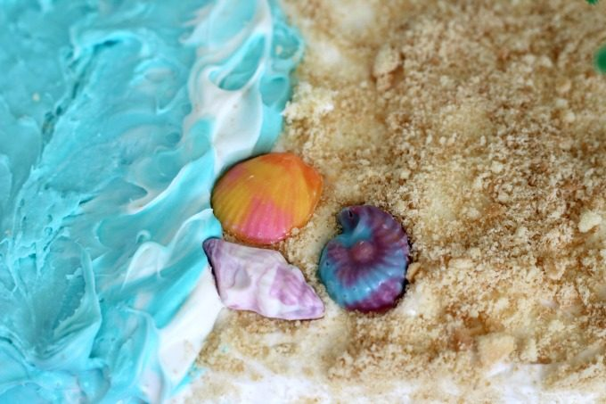Top your Moana birthday cake with pretty seashells