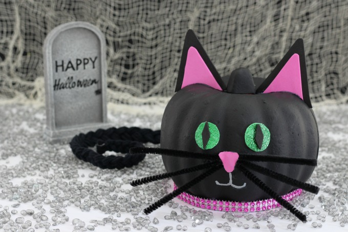 This black cat pumpkin was both fun and easy to make