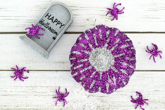 Kids are going to love making this glitter pumpkin