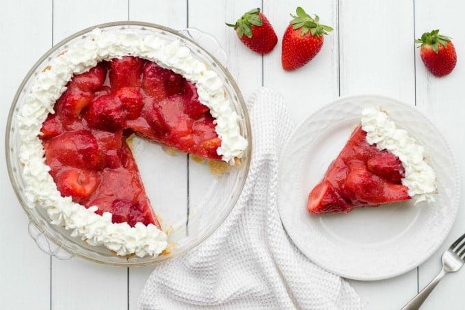 Strawberry pie with slice
