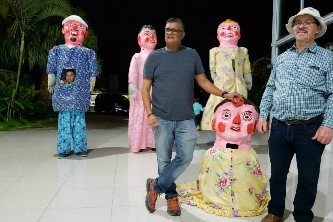 Giant Puppets in Costa Rica