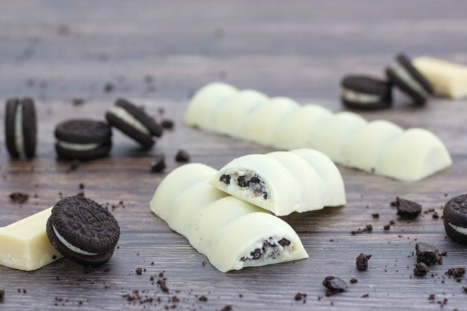 The inside of an OREOs Cookies & Creme candy bar 680