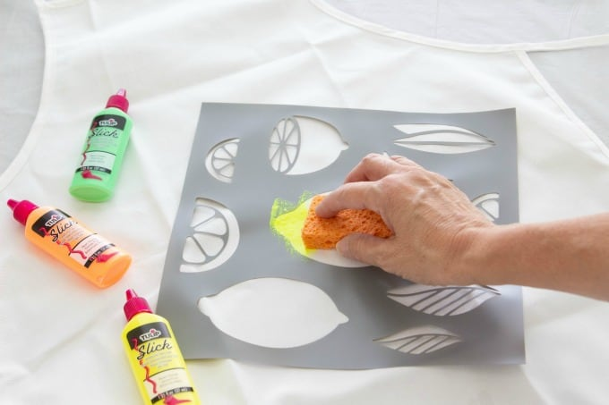 Painting apron with fabric paint