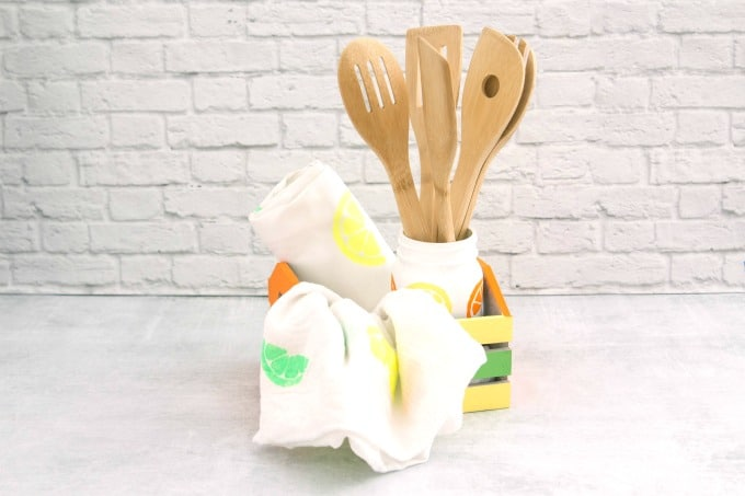 DIY gift for mom with apron and dish towel