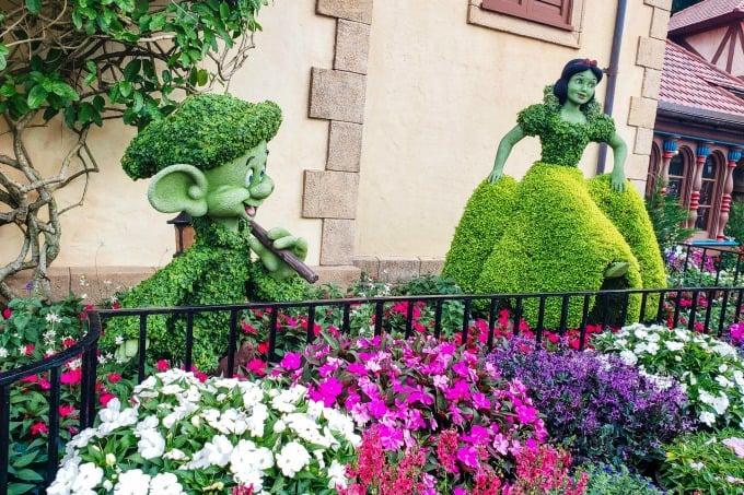 Snow White topiary