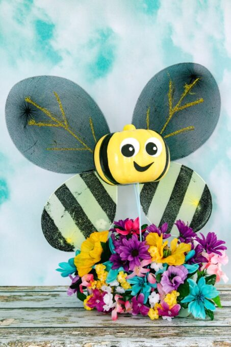 Bumblebee pumpkin with flowers