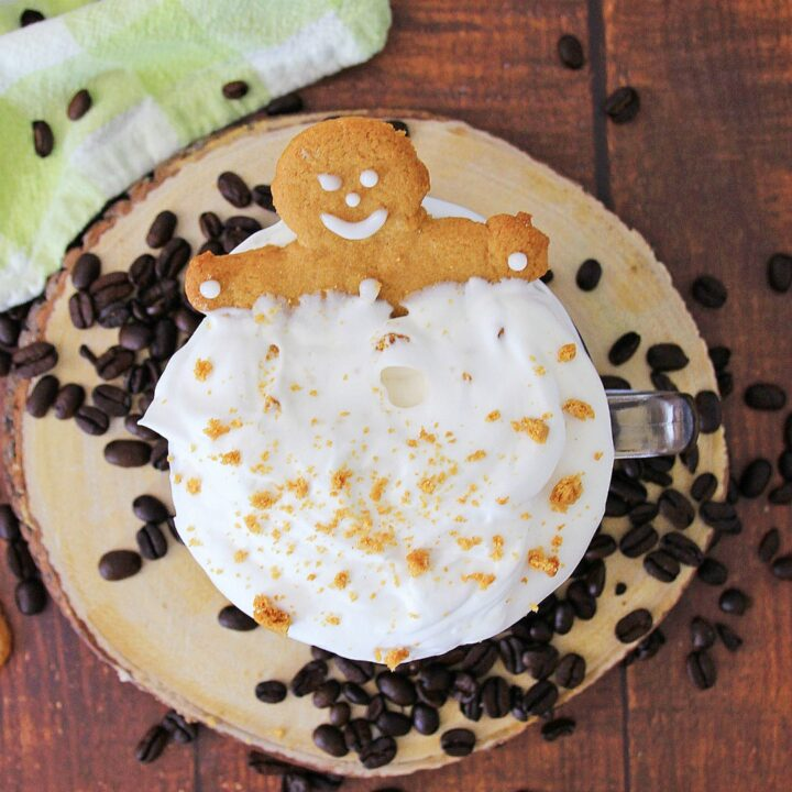 Gingerbread coffee with cookie