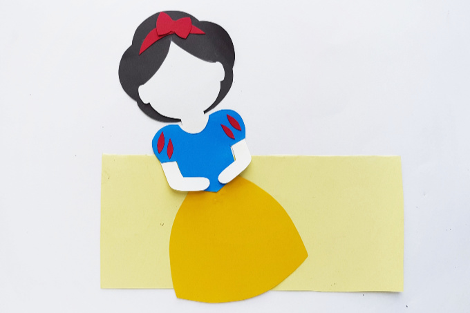 Snow White with finished outfit
