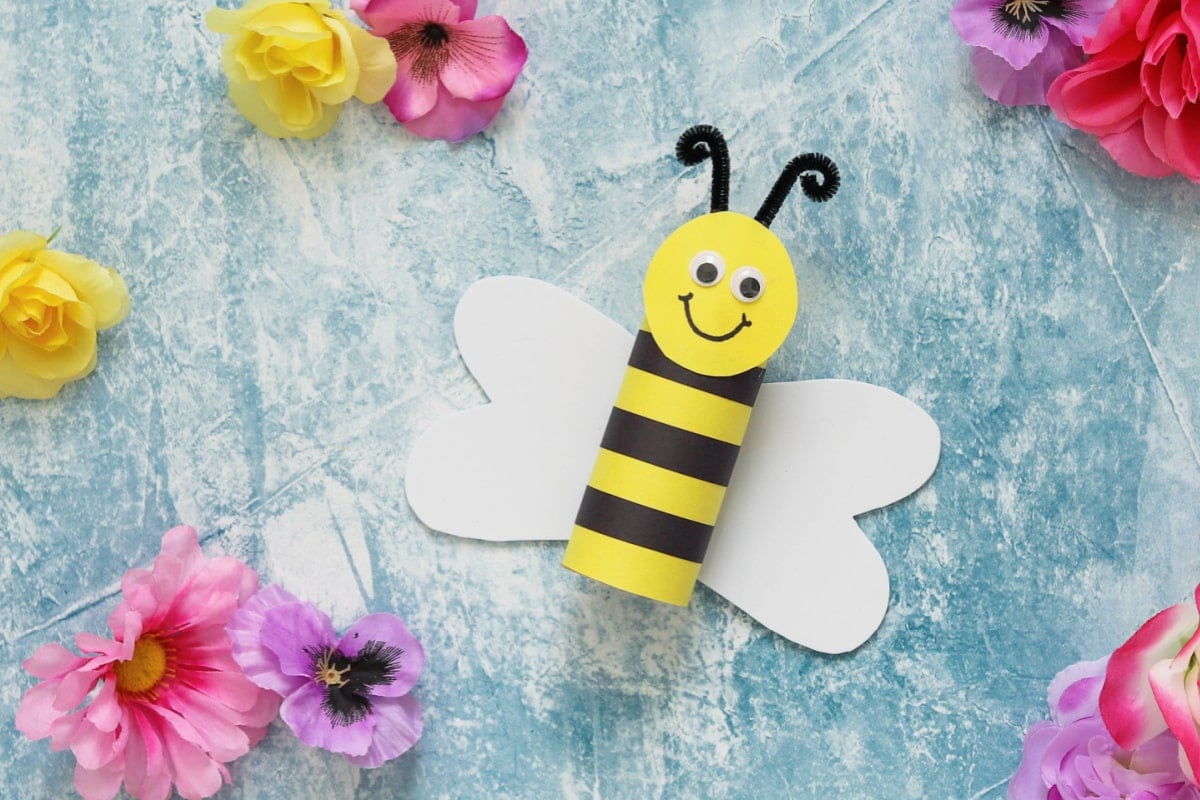 Toilet paper roll bumblebee craft with flowers