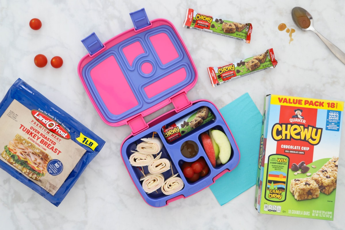 Easy chool lunch with tortilla rollups, Quaker Chewy Bars and apples