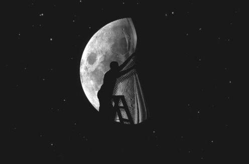 Μύθοι & αλήθειες για τη Σελήνη