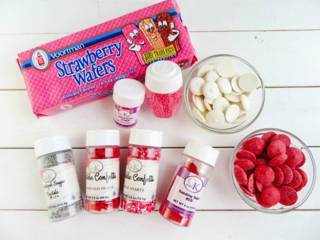 Easy and adorable, these Valentine Dipped Wafers are perfect for kids to make for Valentine's Day!