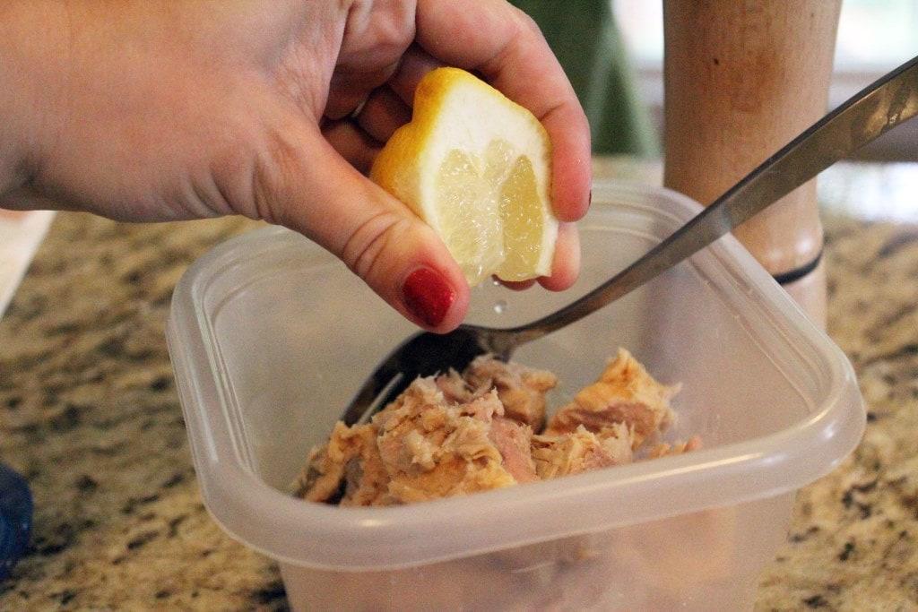 Add lemon to tuna