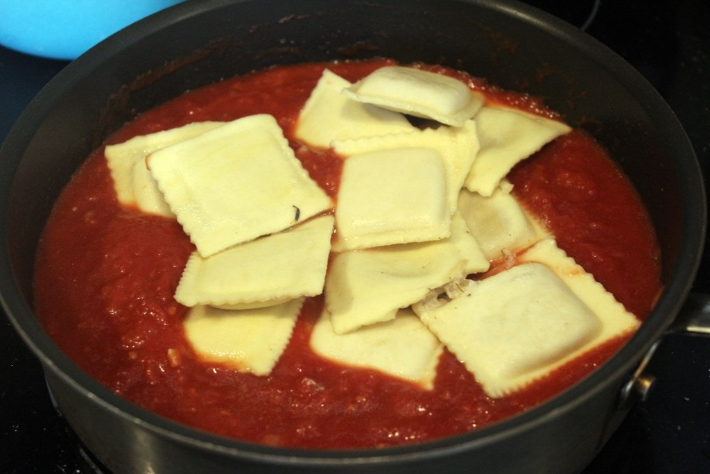 Toss ravioli in marinara