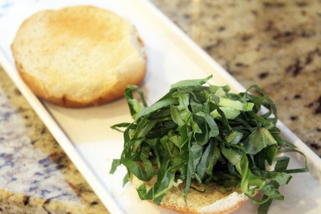 Start bun with lettuce