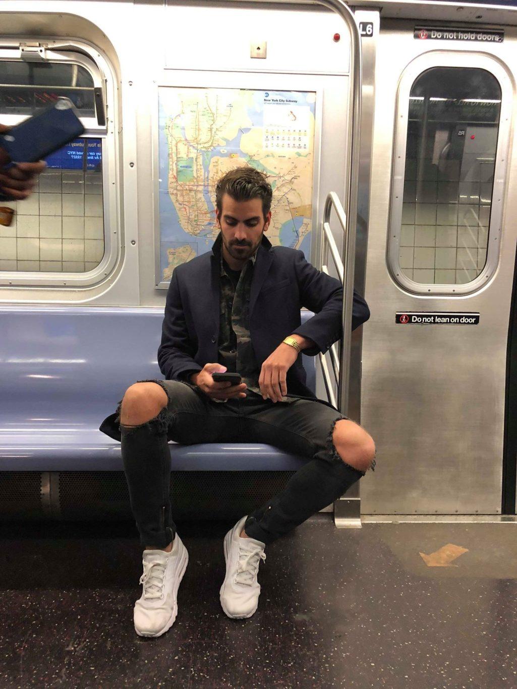 地鐵偷拍男神問「這是你嗎?」沒想到竟釣出本尊回覆...結局讓網友笑翻