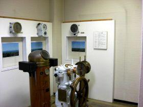 操舵部と側面の計器類