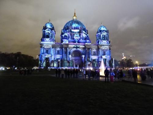 k-Berliner Dom beleuchtet beim Festival Of Lights (30)