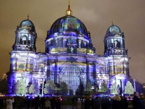 k-Berliner Dom beleuchtet beim Festival Of Lights (53)
