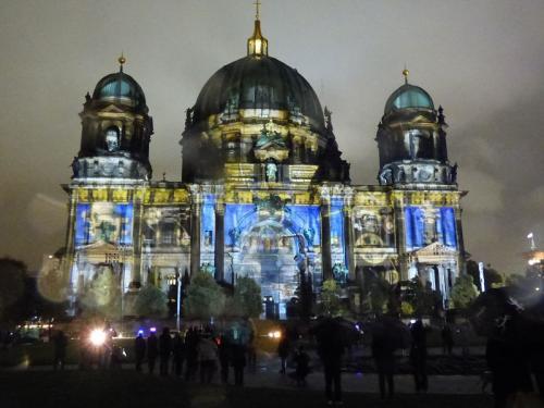 k-Berliner Dom beleuchtet beim Festival Of Lights (57)