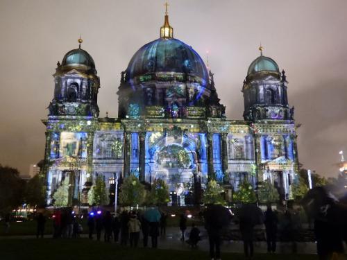 k-Berliner Dom beleuchtet beim Festival Of Lights (58)