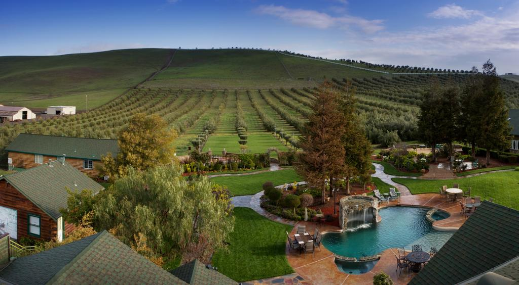 11 Romantic and Relaxing Wine Country Retreats for Valentine's Day.