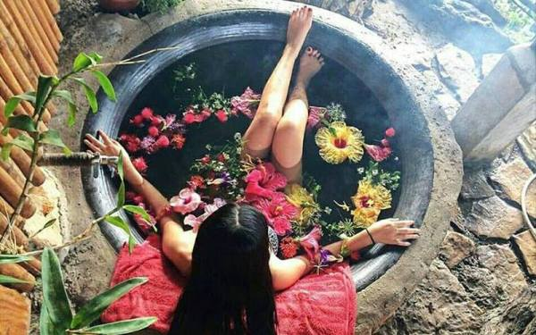 THE SAMBOAN'S KAWA HOT BATH