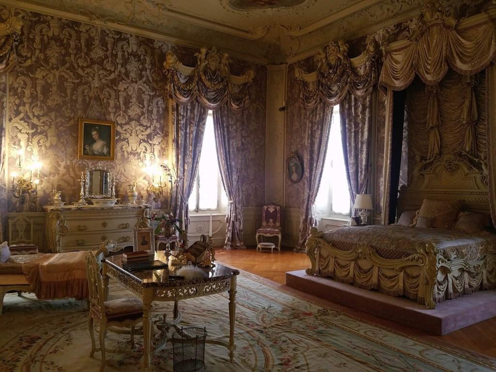 Mrs. Vanderbilt's bedroom.