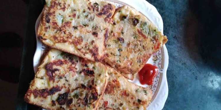 Bread Uttapam with toppings