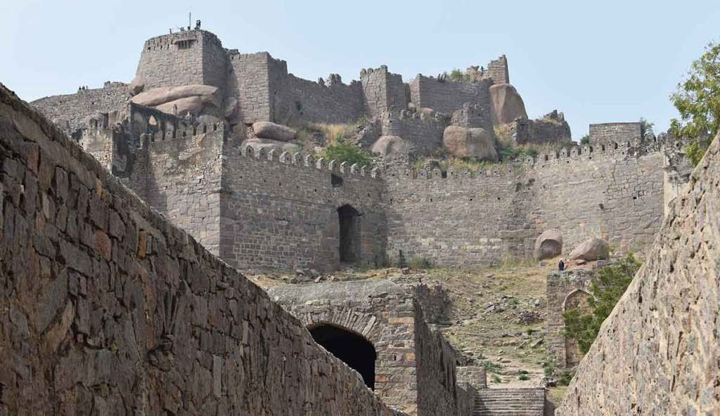 golconda-fort-hyderabad-india