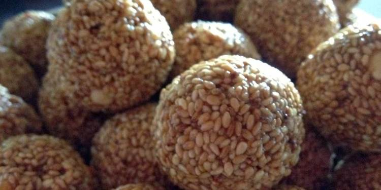 Sesame and jaggery laddus