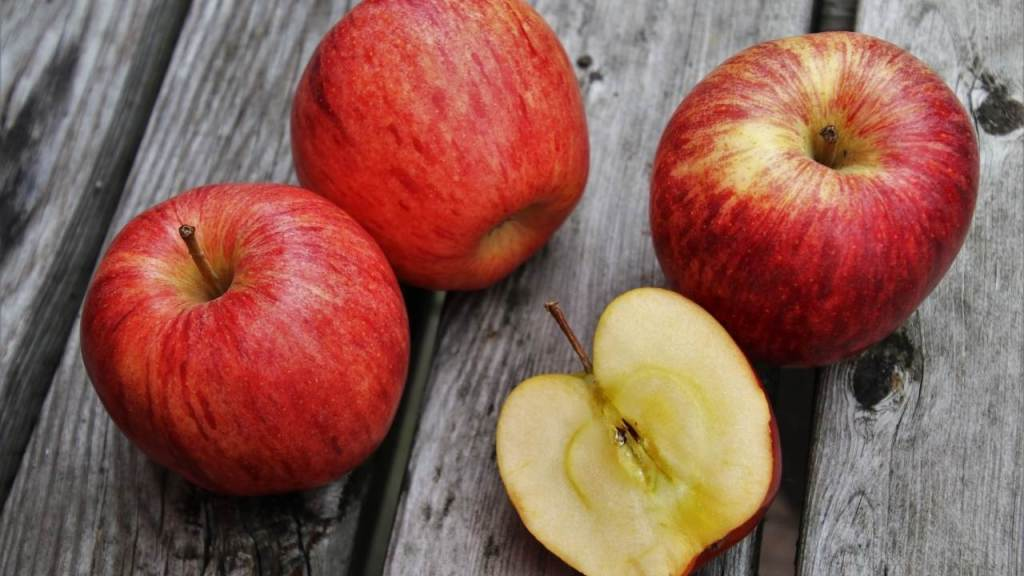 Eating Apple Can Cause Serious Harm To Your Body