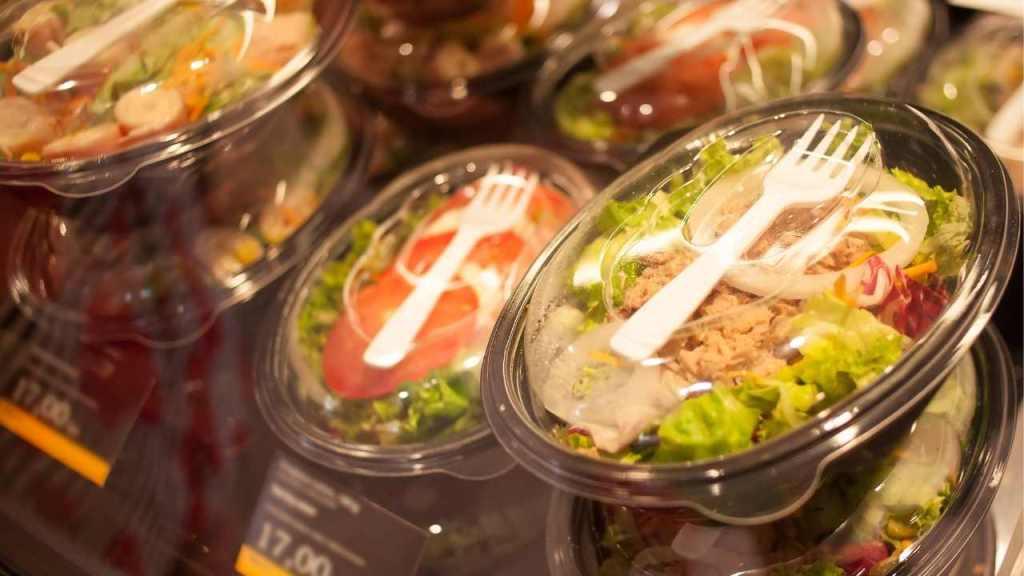 Food At Airports: Salads