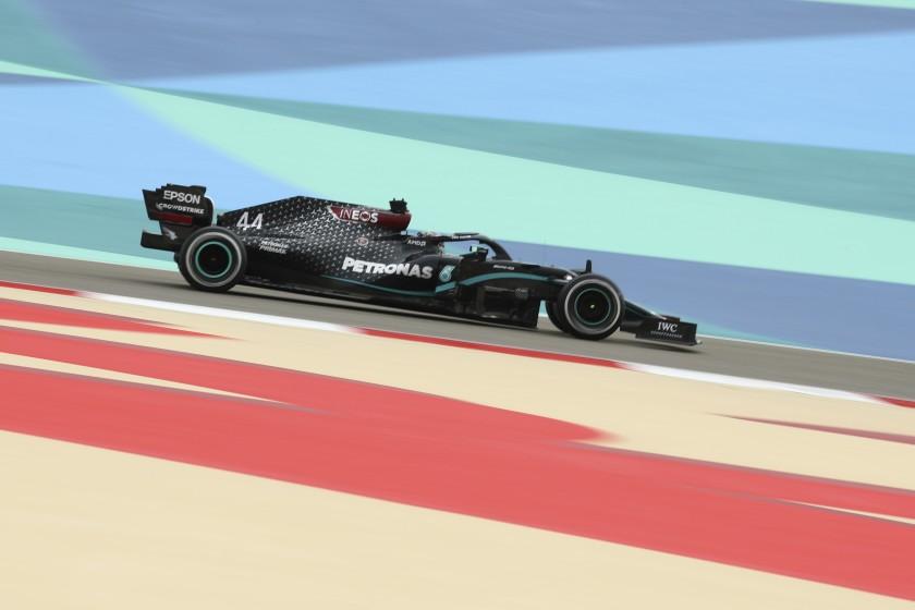 F1 | Lewis Hamilton vola nelle FP1.