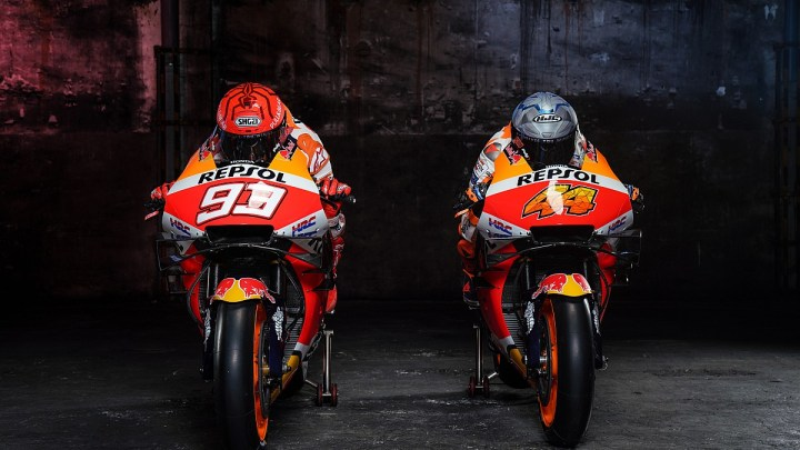 Chi si nasconde dentro il casco di Marquez nel video di Repsol Honda?