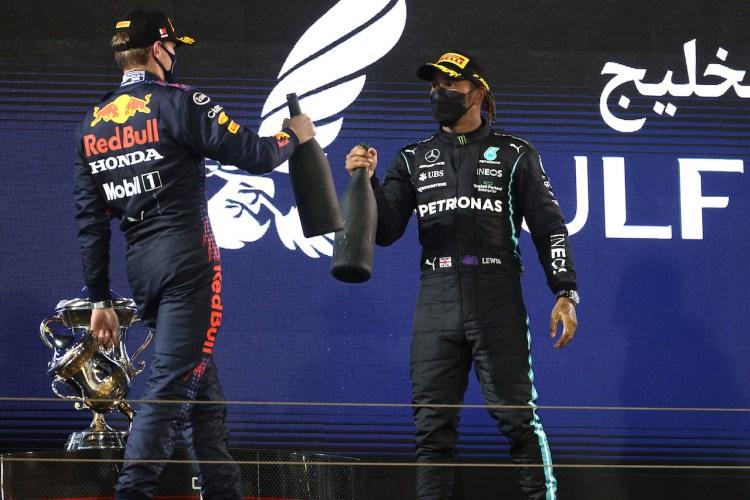 Lewis Hamilton e Max Verstappen sul podio