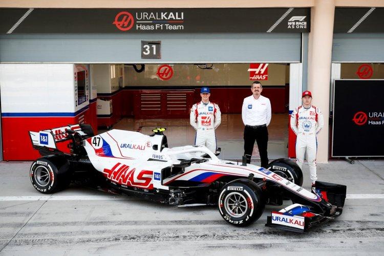 Schumacher, Steiner e Mazepin presentano la nuova Haas VF-21