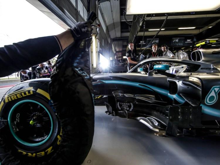 Pneumatici Mercedes con coperte termiche