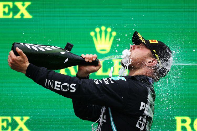 Valtteri Bottas ha valutato le sue opzioni matematiche di diventare campione del mondo nel 2021, il suo ultimo anno in Mercedes.Il finlandese, che ha vinto per la prima volta in questa stagione in Turchia, è a 85,5 punti da Max Verstappen a sei gare dalla fine.