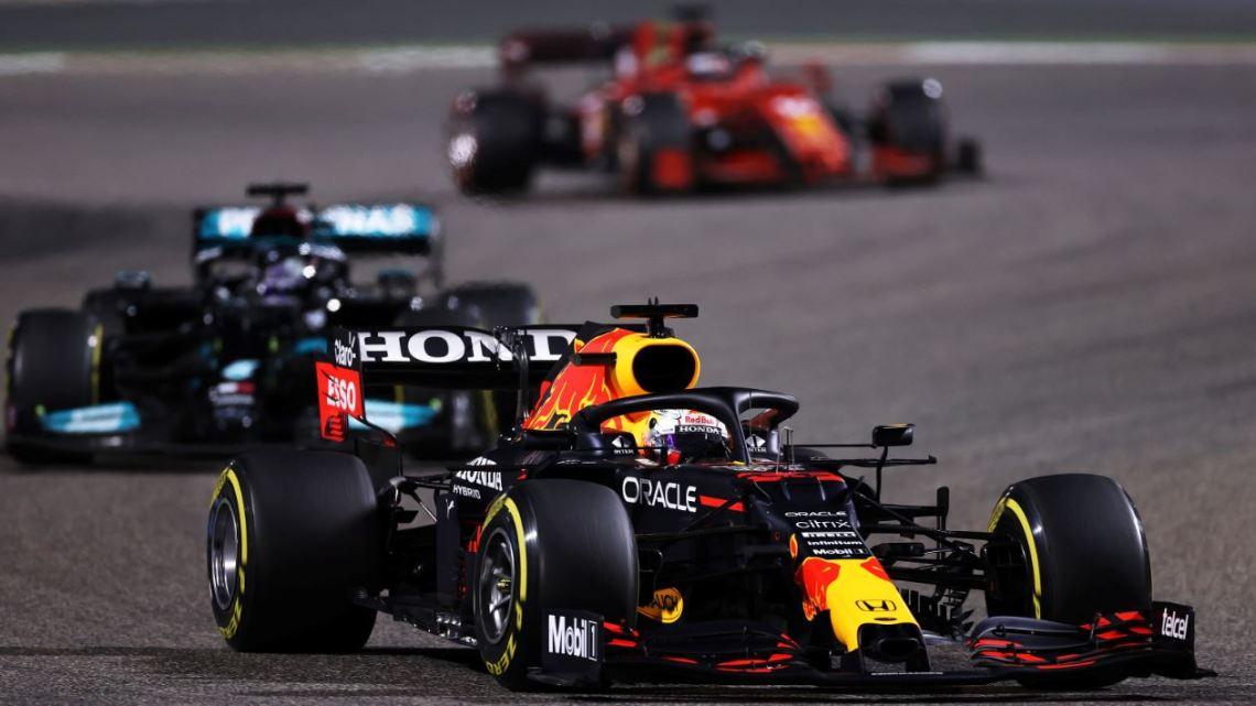 """Hamilton ammette la superiorità Red Bull: """"Al momento sono troppo forti"""""""