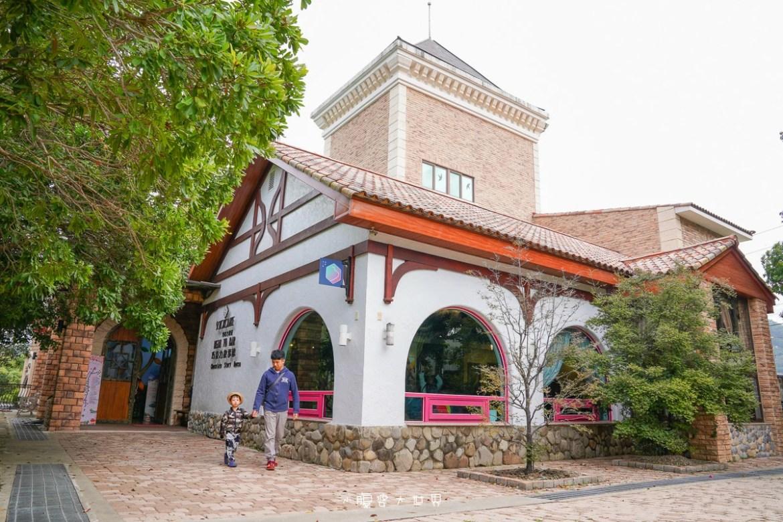 苗栗溫泉住宿》巧克力雲莊民宿~打開門就是一整片的草莓園,小朋友愛的樓中樓、大浴缸、賞景泡湯放風一次滿足。
